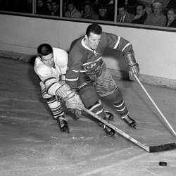 puck-Toronto-Maple-Leafs-Tim-Horton-Montreal